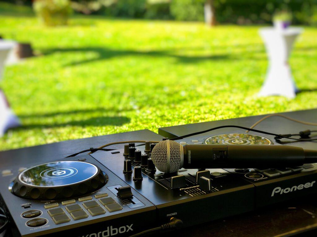 DJ Set - Aufbau bei einer Hochzeit